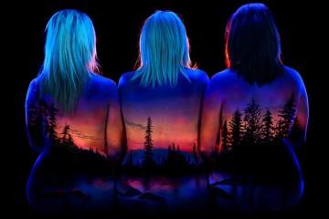 """Alaskan Sunrise on Mother and Daughters"". Foto: Facebook John Poppleton ""Under Black Light"""
