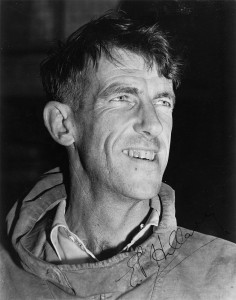 Foto: http://commons.wikimedia.org/wiki/File:Edmund_Hillary,_c._1953,_with_autograph.jpg