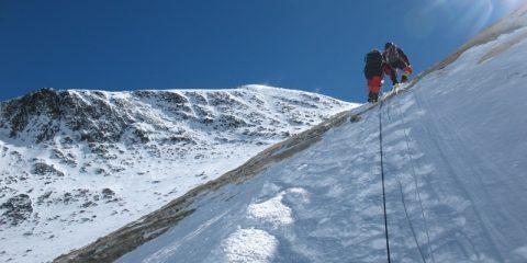 O expediţie pe Everest va verifica dacă vârful s-a micşorat