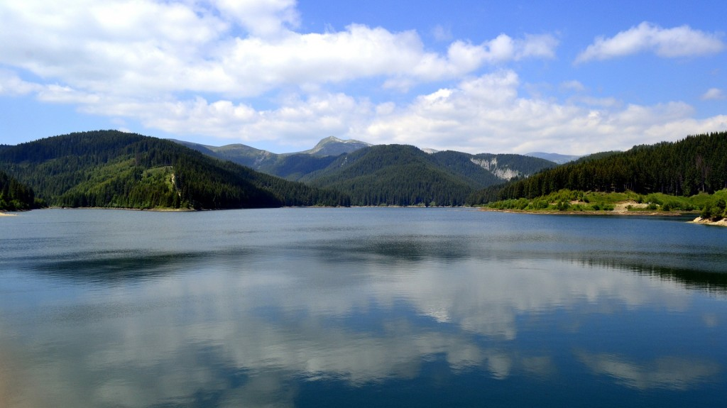 Foto: http://pixabay.com/en/bolboci-lake-bucegi-landscape-482669/