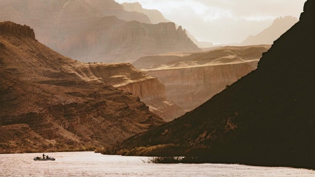 O plimbare nostalgică cu barca prin Grand Canyon. Foto: Forest Woodward