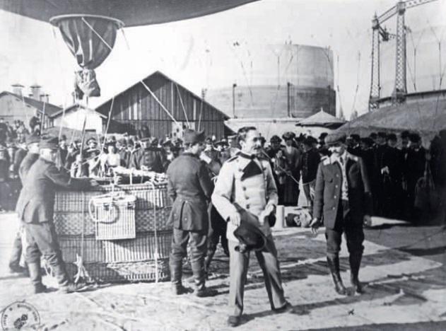 """Principele George Valentin Bibescu lângă balonul """"România. Foto: Historia"""