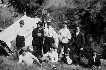 Turiști în fața cortului, 1902. Foto: Powerhouse Museum