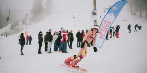 http://www.unica.ro/articol/de-8-martie-femeile-concureaza-pentru-miss-bikini-pe-partia-de-schi-123849
