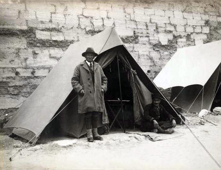 Aurel Stein într-una din expedițiile sale în India, Gulmarg, 1906